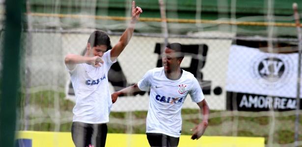 Leandro (esq.) é um dos destaques do Corinthians na Copa São Paulo 2013