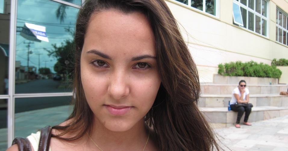 06.jan.2013 - Julia Gonçalez, 16, que está no segundo colegial e ...