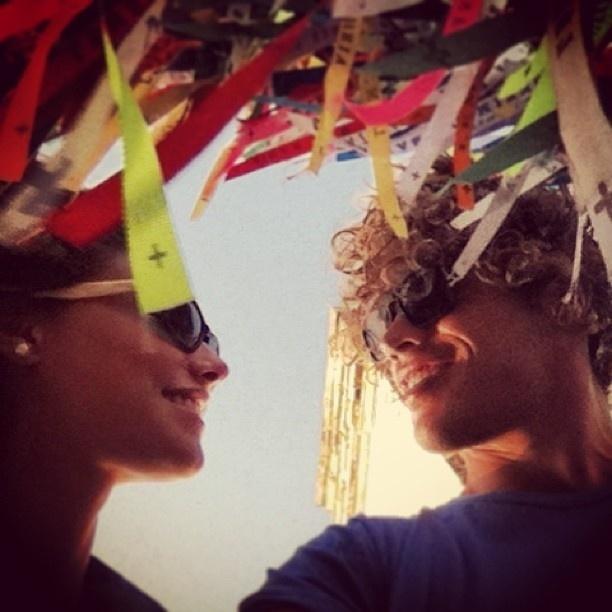 6.jan.2013 - José Loreto publica no Instagram foto dele com a namorada, a atriz, Débora Nascimento, em visita à Igreja do Nosso Senhor do Bonfim, em Salvador (BA)