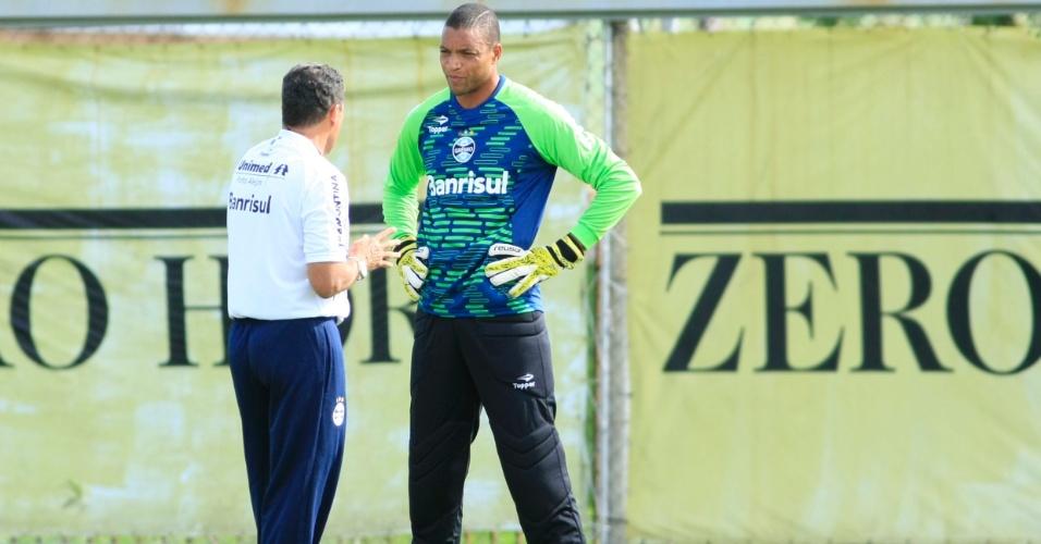 Vanderlei Luxemburgo tem conversa particular com Dida em treinamento do Grêmio (06/01/2013)
