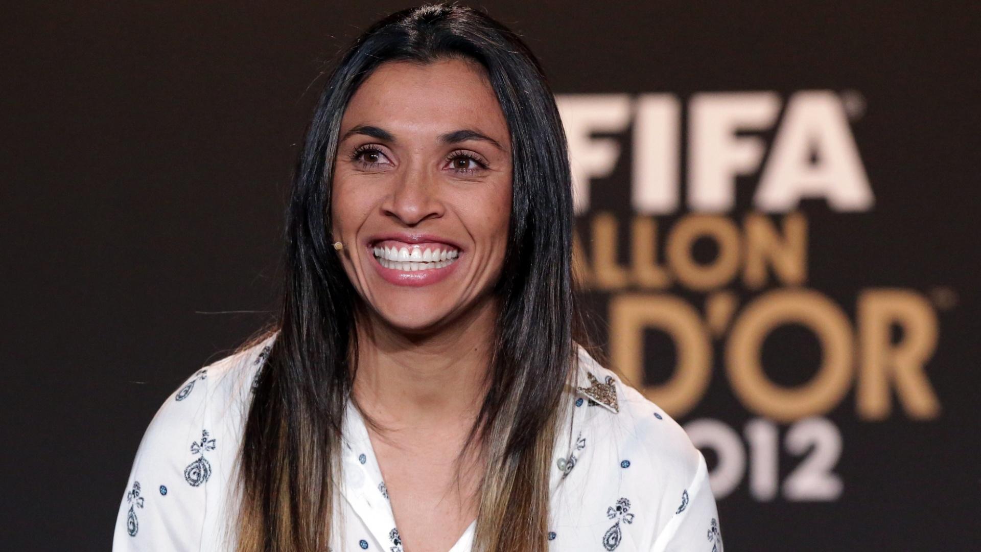 07.jan.2012- Eleita a melhor do mundo por cinco vezes (2006, 2007, 2008, 2009, 2010), Marta sorri durante coletiva de imprensa antes da premiação Bola de Ouro da Fifa
