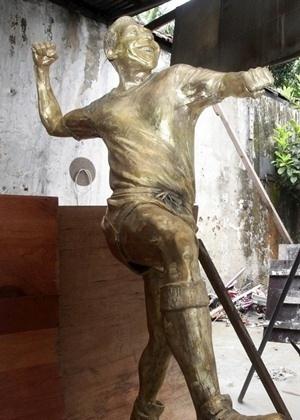 07.jan.2013 - Governo do RiJ divulga estátua em bronze de Pelé que ficará exposta no Maracanã