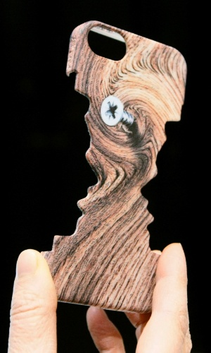 6.jan.2013 - Antes da abertura da feira, a empresa Sculpteo apresentou a capa acima, para iPhone, produzida em impressora 3D. No site da empresa, a versão para iPhone 5 é anunciada por US$ 30 (cerca de R$ 60)