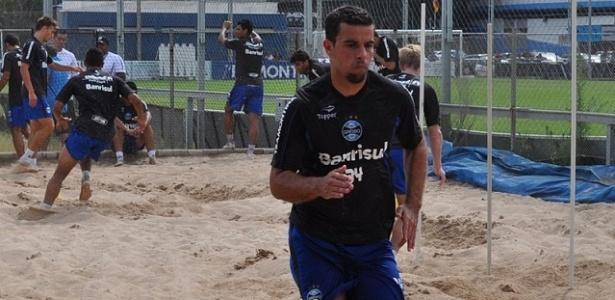 André Lima treina em caixa de areia no estádio Olímpico, pelo Grêmio (07/01/2013)