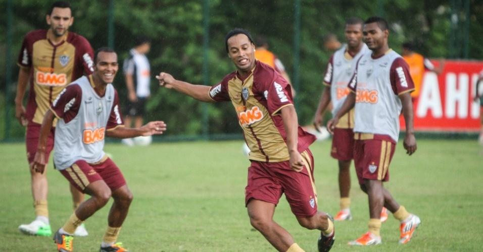 Ronaldinho Gaúcho participa  do primeiro treino com bola após a reapresentação do Atlético-MG (7/1/2013)