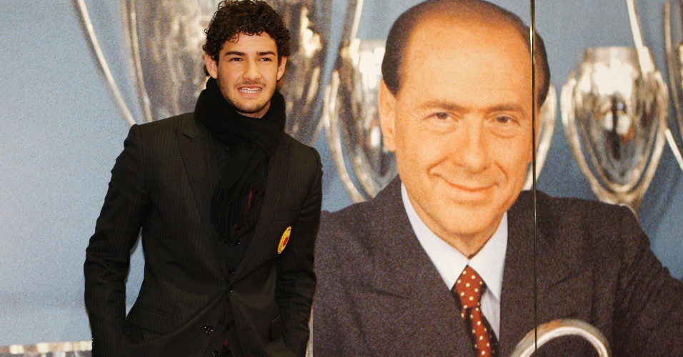 13.mar.2011 - Alexandre Pato é fotografado durante evento em comemoração aos 25 anos da presidência de Silvio Berlusconi no Milan