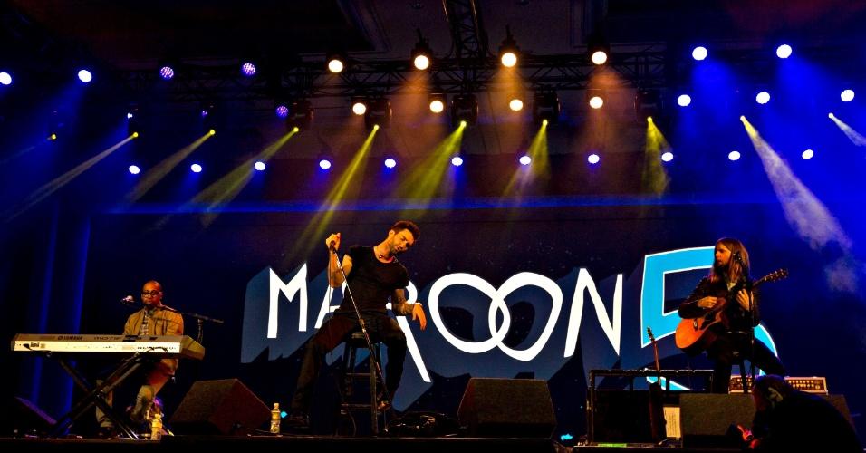 8.jan.2013 - Banda americana Maroon 5 encerra a abertura da CES 2013, que teve como mestre de cerimônias Paul Jacobs, diretor-executivo da Qualcomm. A empresa substituiu a Microsoft, que desempenhou a tarefa por 13 anos consecutivos