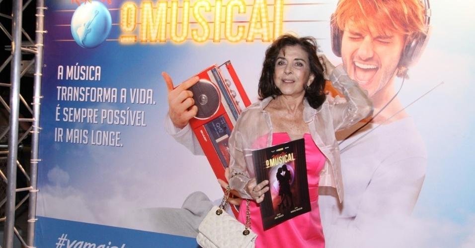"8.jan.2013 - Betty Faria prestigiou a sessão para convidados do espetáculo ""Rock In Rio - o Musical"", na Grande Sala da Cidade das Artes, na Barra da Tijuca, Rio"