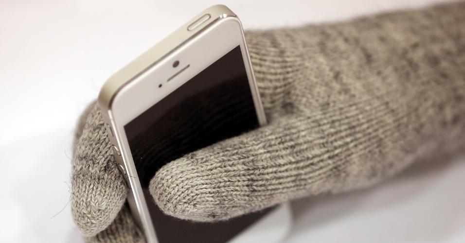 8.jan.2013 - Luvas da Moshi Digits permitem que usuário dê comandos à tela sensível ao toque, mesmo com as mãos cobertas. Produto é vendido a US$ 30 (cerca de R$ 60) no site da empresa