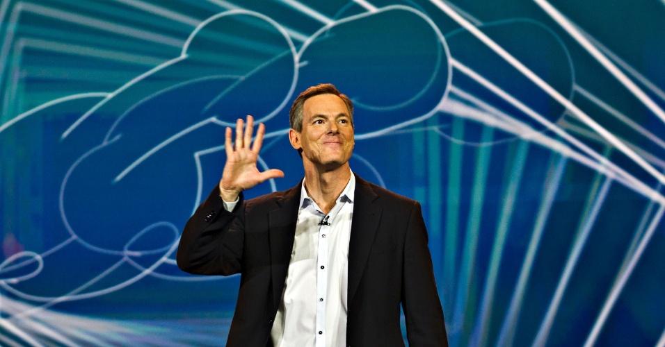 8.jan.2013 - Paul Jacobs, diretor-executivo da Qualcomm, teve a difícil tarefa de substituir Steve Ballmer, da Microsoft, antigo anfitrião da CES. Pela primeira vez em 13 anos, a Microsoft não fez a abertura oficial do evento