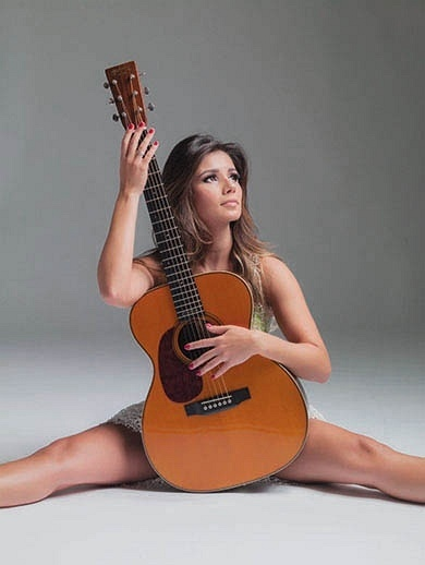 8.jan.2013 - Paula Fernandes posa para a revista