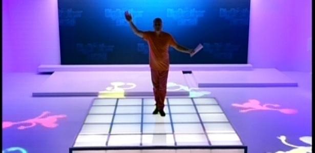 No cenário novo do programa, Bial faz abertura do