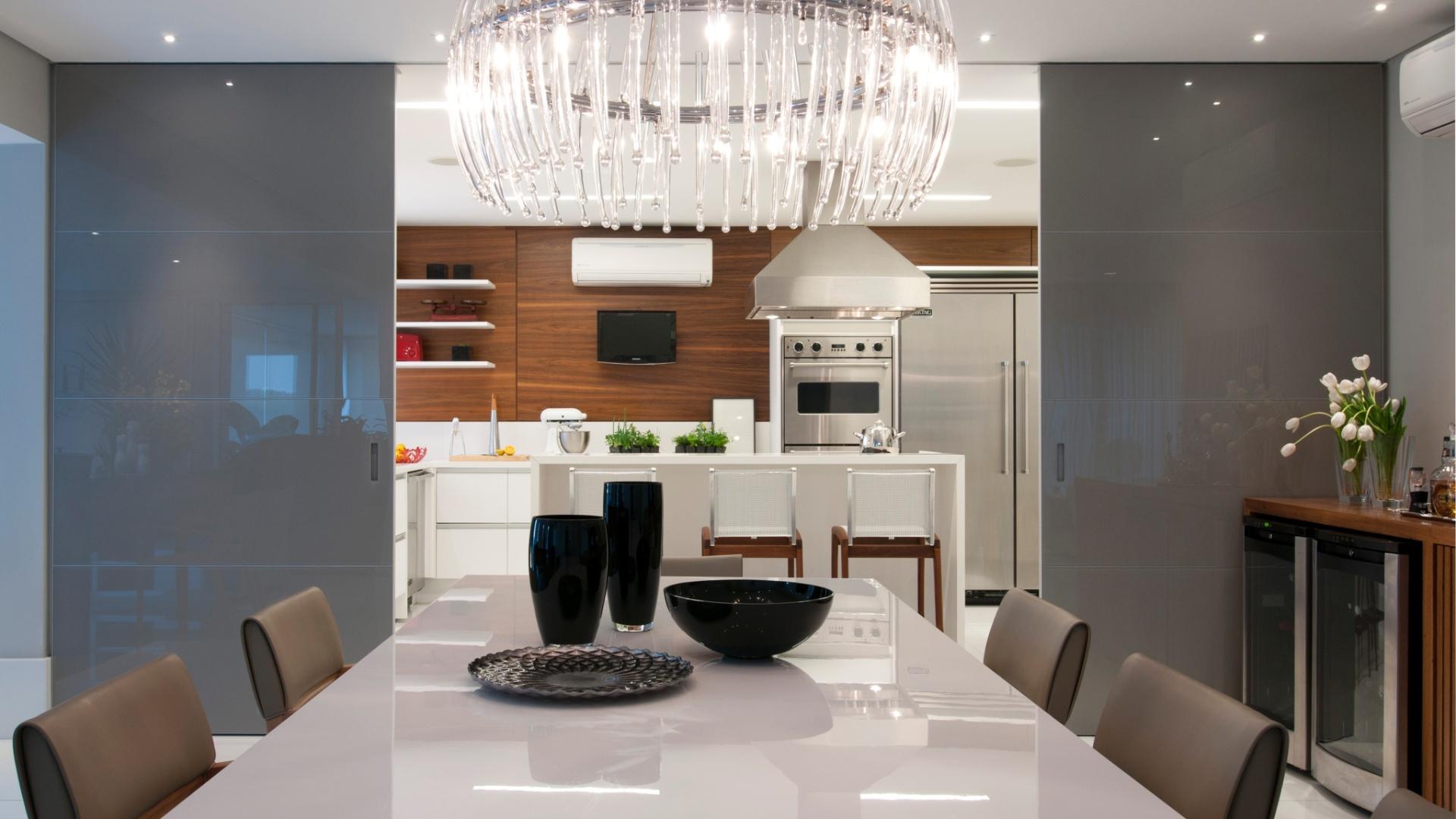 de cozinha e ainda serve de adega à sala integrada Divulgação Mais #624B3C 1920 1080