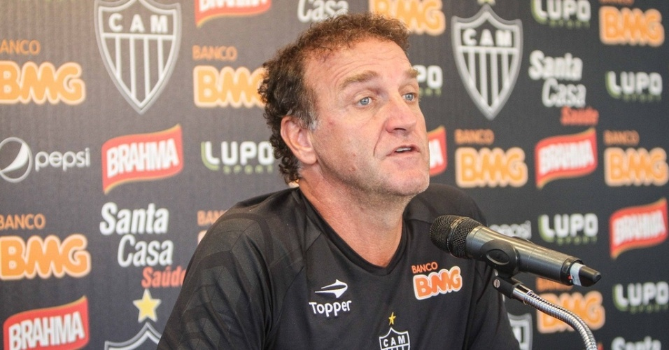 Cuca concede sua primeira entrevista na pré-temporada 2013 do Atlético-MG (8/1/2013)