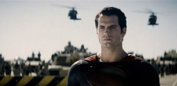 """Nova imagem mostra Henry Cavill no papel de Super-Homem. O filme """"O Homem de Aço"""" será lançado em 12 de julho no Brasil"""