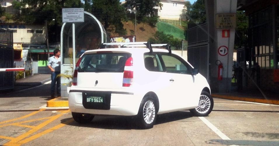 Parece até pose: Volkswagen Up é visto novamente em frente à fabrica da marca em São Bernardo do Campo (SP)