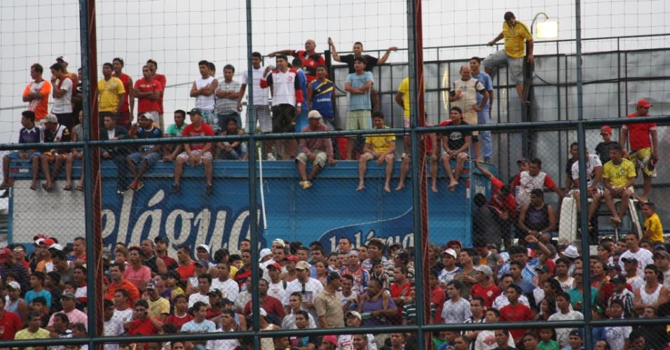 Torcida de Manaus lota estádios para acompanhar as partidas da categoria principal do Peladão