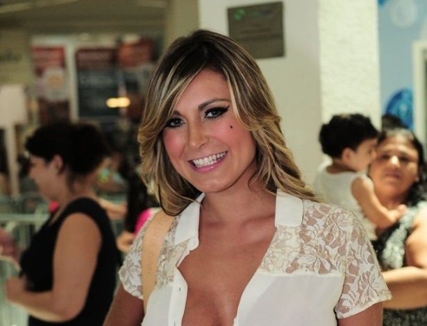 """Vice Miss Bumbum esteve em shopping para ver a casa de vidro do """"BBB13"""""""