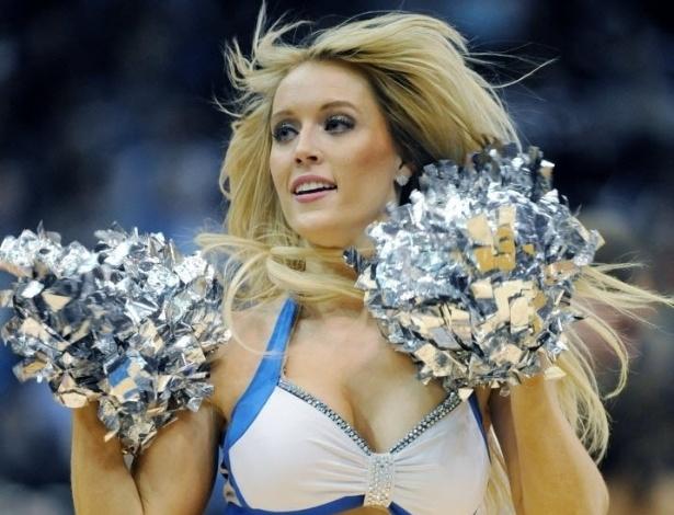 08.jan.2013 - Cheerleader dos Timberwolves se apresenta durante jogo da NBA