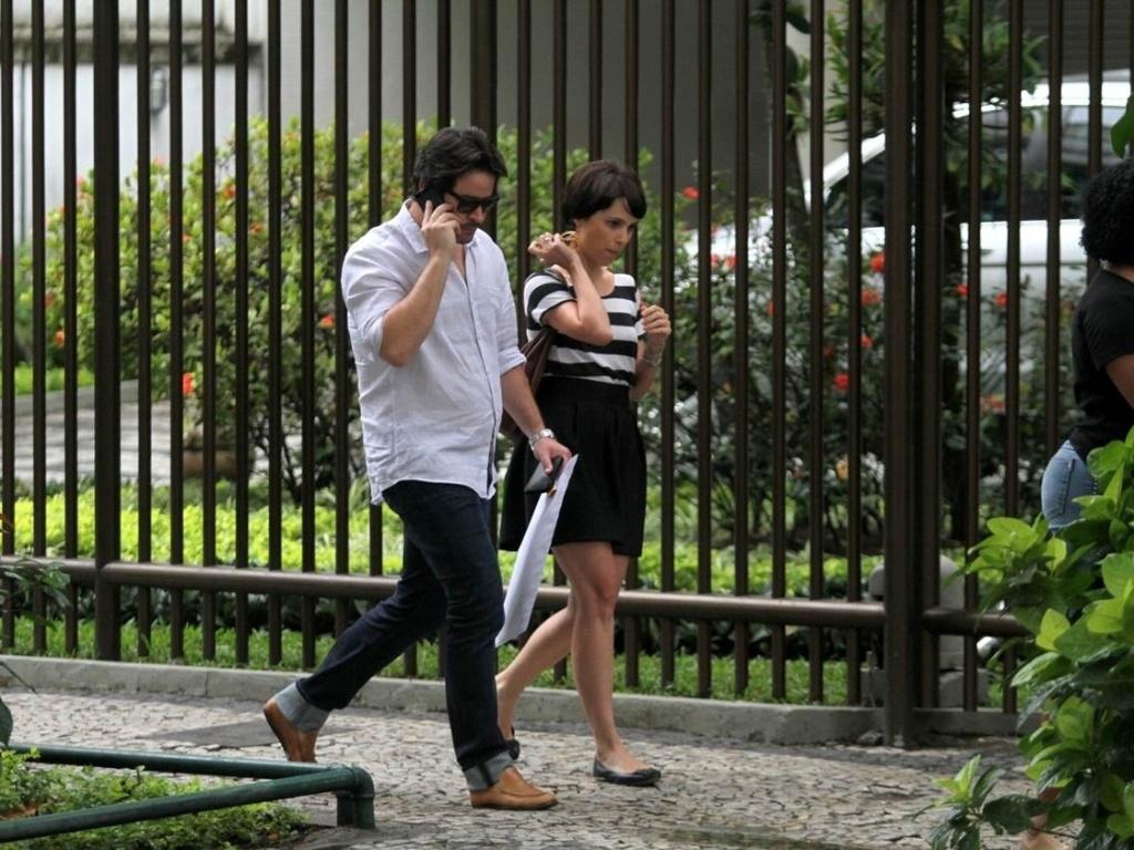 9.jan.2013 - Os atores Murilo Benício e Débora Falabella passearam pelo bairro de Ipanema, zona sul do Rio
