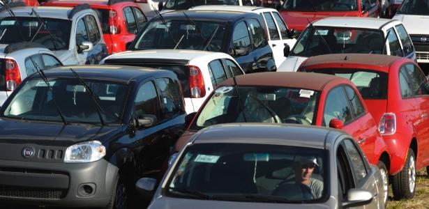 Estoque em loja de carros da Fiat, marca com maior participação de mercado no Brasil