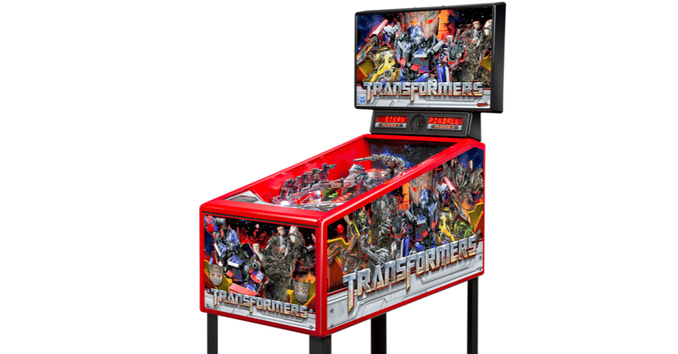 """No meio de tantas parafernálias tecnológicas da CES, algumas são voltadas exclusivamente para diversão, como a máquina de pinball  """"Transformers Pin home game"""", da Stern Pinball. O aparelho tem 1,1 metro de comprimento, 55 cm de largura, 1,6 m de altura e pesa 54 kg. A diversão, nesse caso, é temática da franquia de filmes """"Transformers"""" e custa U$ 3.000 (cerca de R$ 6.000)"""