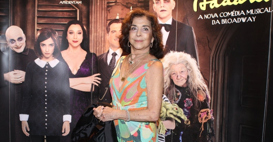 """10.jan.2013 - Betty Faria prestigiou a estreia do musical """"A Família Addams"""" em uma casa de espetáculos no Rio"""