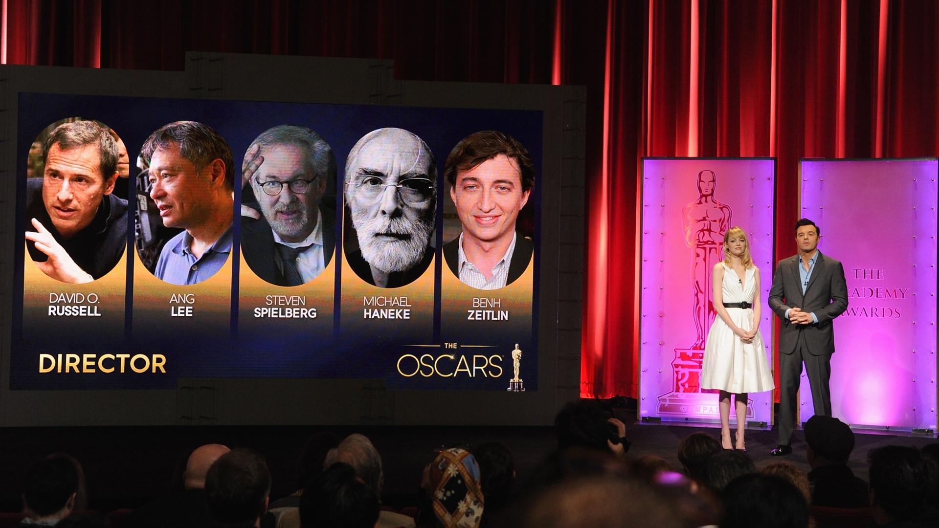 10.jan.2013 A atriz Emma Stone e o diretor Seth MacFarlane anunciam os indicados ao Oscar na categoria de melhor diretor