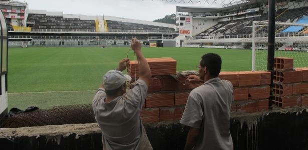A construção do muro atrás do gol do placar eletrônico foi um pedido da Policia Militar