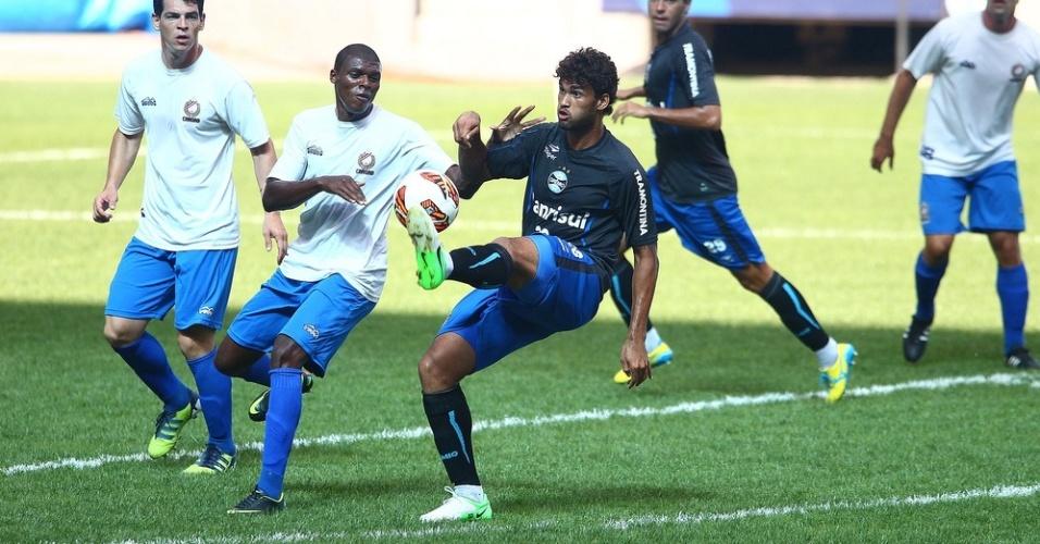 Centroavante Willian José foi titular do primeiro time do Grêmio na temporada 2013 ao lado de Marcelo Moreno no jogo-treino contra a Ulbra na Arena (10/01/2013)