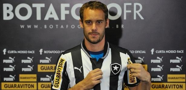 R. Defendi terá a concorrência de mais quatro zagueiros para ser titular no Botafogo
