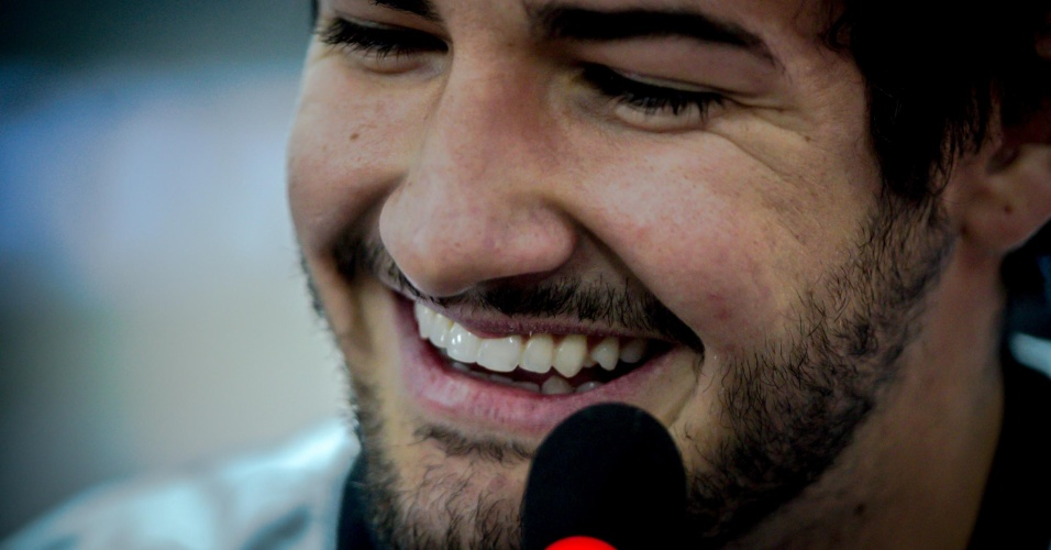 11.jan.2013 - Atacante Alexandre Pato sorri durante sua apresentação oficial no Corinthians