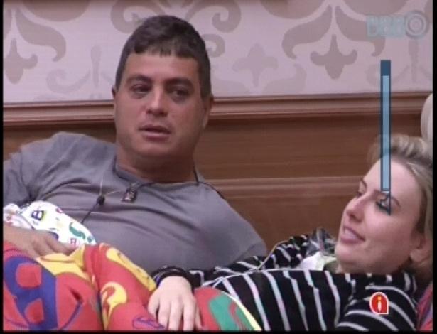 11.jan.2013 - Dhomini e Fernanda conversam sobre os homens da casa