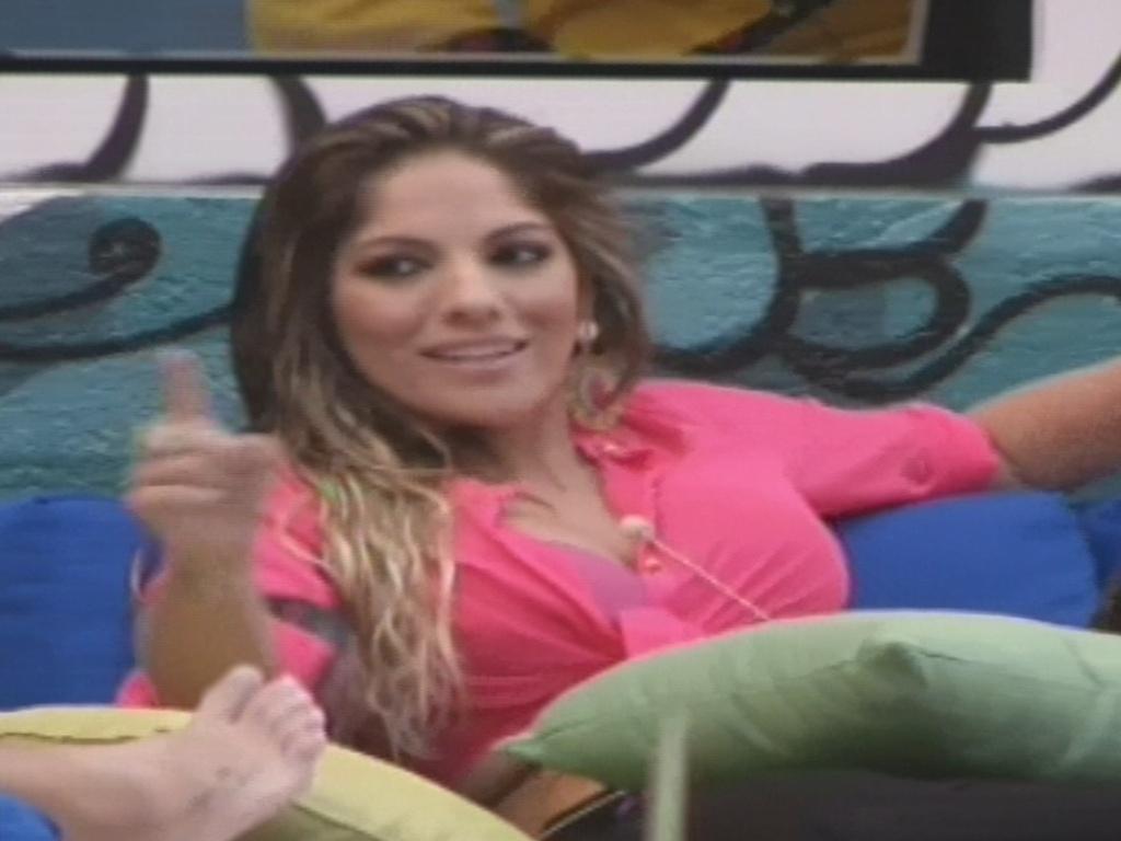 Anamara diz a brothers que pode ter problemas com Natália por causa da cozinha