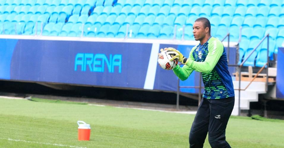 Goleiro Dida durante treino no gramado principal da Arena do Grêmio (10/01/2013)