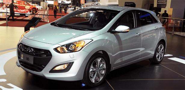 O novo Hyundai i30 chega inicialmente apenas como automático, e nas duas cores de sempre