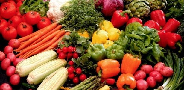 Para suprir o valor indicado bastaria comer um prato de salada com legumes variados por dia