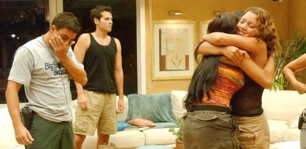 Quando Sabrina foi eliminada, Dhomini ficou desconsolado. Fora do confinamento, os dois mantiveram o namoro por vários meses