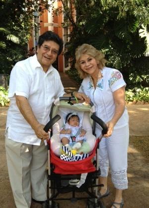 Silvio e Marcia, na faixa dos 60 anos, tiveram a filha, Marcinha, por meio de uma FIV