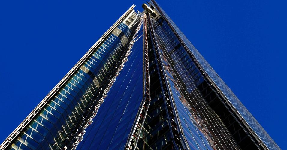 11.jan.2013 - Imagem liberada nesta sexta-feira (11) mostra o Shard, edifício mais alto da União Europeia, em fase final de construção, em Londres. O prédio, de 310m de altura, foi parcialmente inaugurado em julho de 2012, porém a cobertura será aberta, segundo a construtora, no dia 1º de fevereiro
