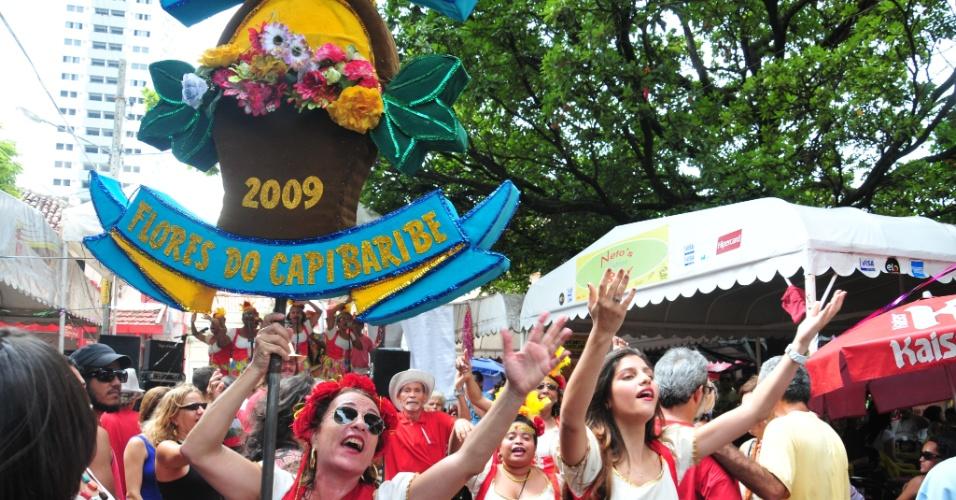 12.jan.2013 - Integrantes do Bloco do Nada realizam prévia do desfile de Carnaval no mercado da Boa Vista, em Recife, neste sábado (12). O bloco comemora 10 anos em 2013