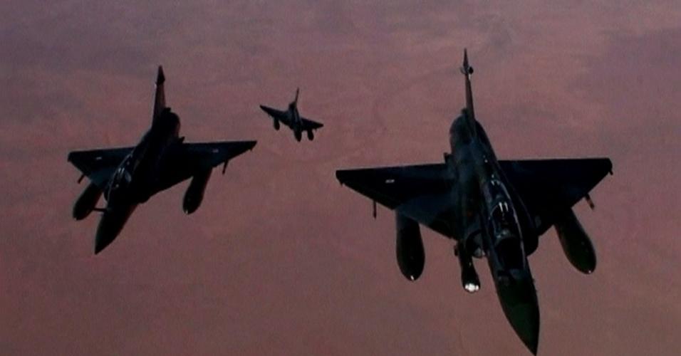 12.jan.2013 - Mais de 100 pessoas, incluindo rebeldes e soldados do governo, morreram no Mali durante ataques aéreos franceses e combates na estratégica cidade de Konna, disseram fontes militares do Mali e testemunhas neste sábado (12)
