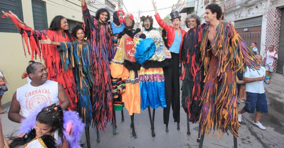 12.jan.2013 - Público vai às ruas durante o IV Circuito da Liga de Blocos e Bandas da Zona Portuária do Rio, neste sábado (12)
