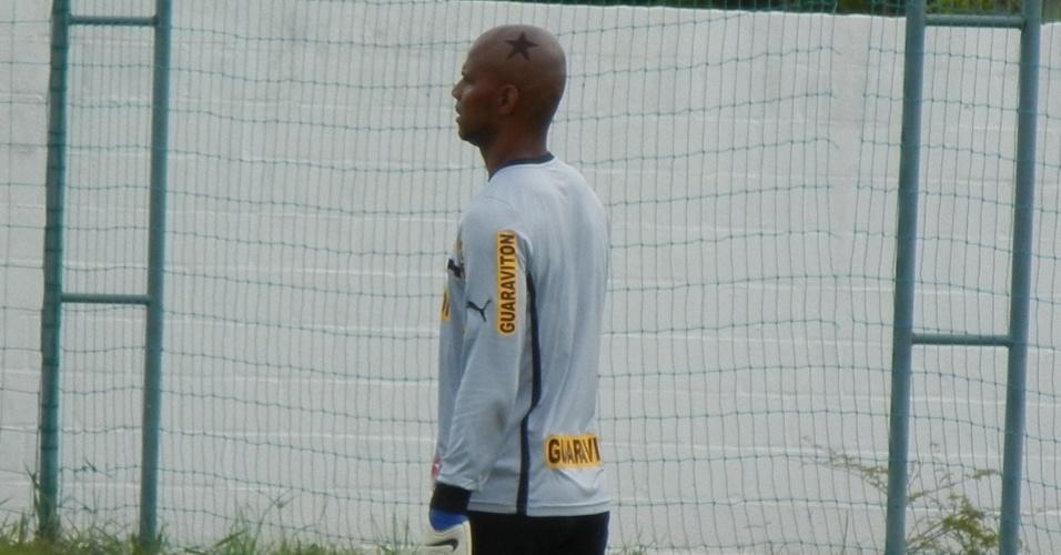 Jefferson reeditou estrela desenhada na cabeça em treinamento do Botafogo