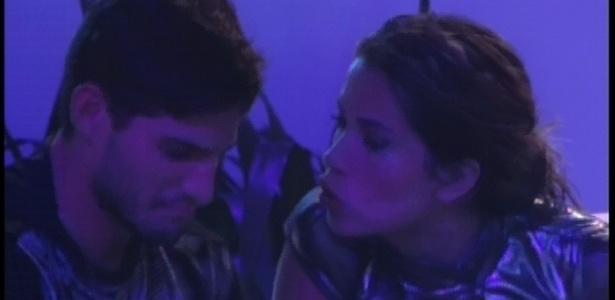 13.jan.2013 - Fani aconselha André sobre romance dentro da casa