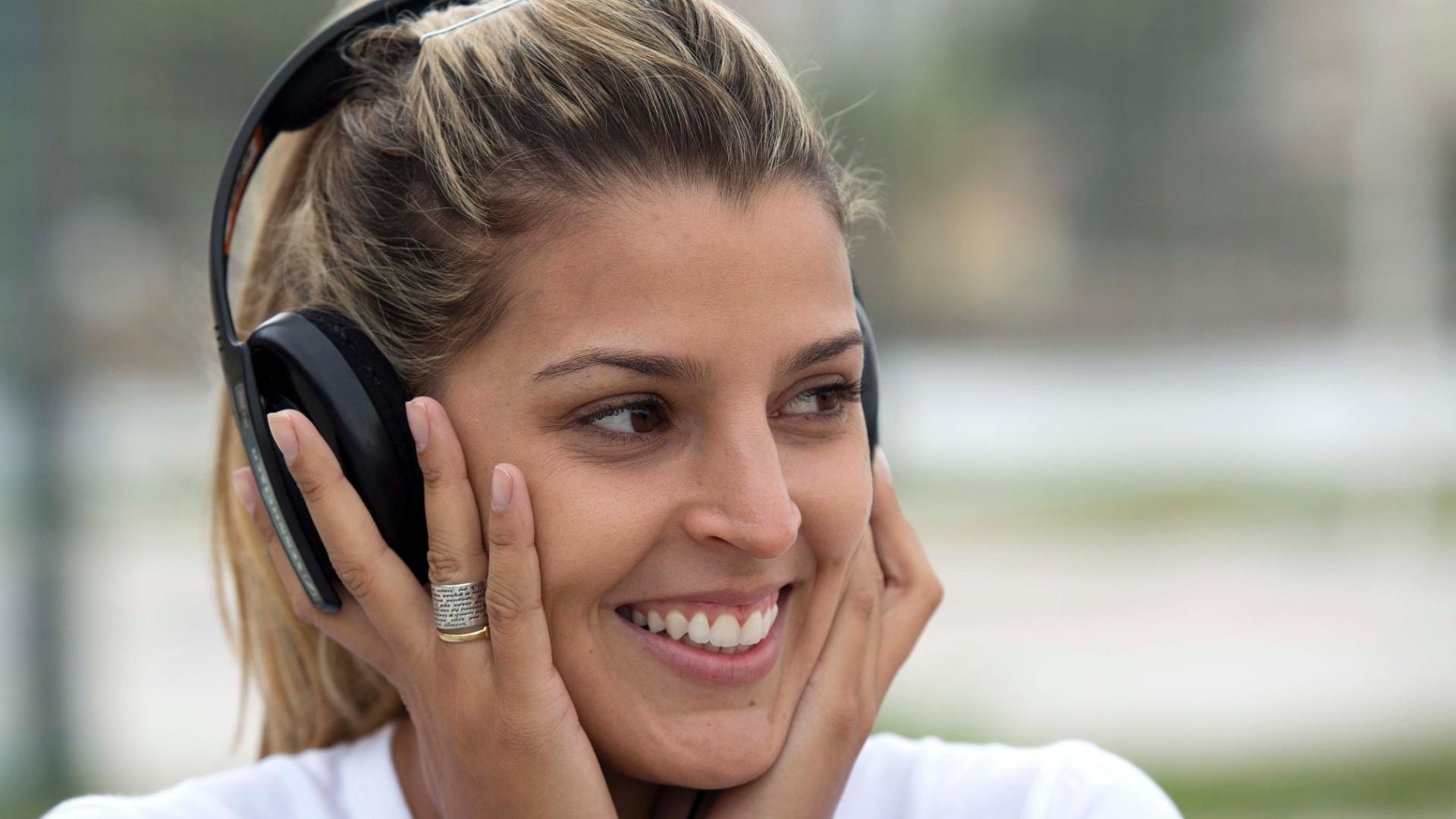13.jan.2012 - Agora no vôlei de praia, Mari Paraíba posa para o UOL Esporte após treino no Rio de Janeiro