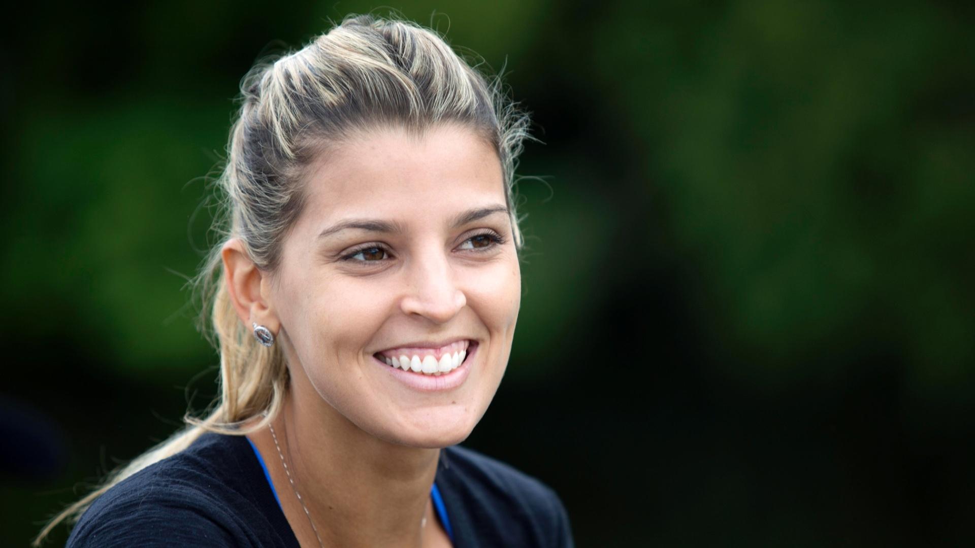 13.jan.2012 - Ex-ponteira Mari Paraíba retorna ao esporte para jogar vôlei de praia; atleta posa para o UOL Esporte no Rio