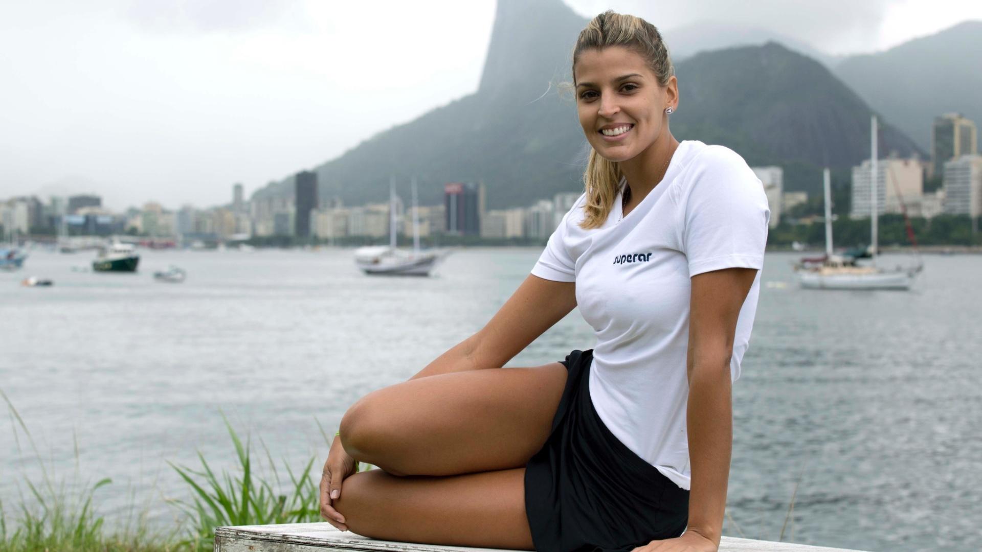 13.jan.2012 - Mari Paraíba posa para o UOL Esporte após treino na Escola de Educação Física do Exército
