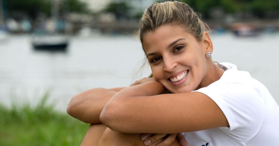 13.jan.2012 - Mari Paraíba sorri em fotos para o UOL Esporte na Escola de Educação Física do Exército, no Rio