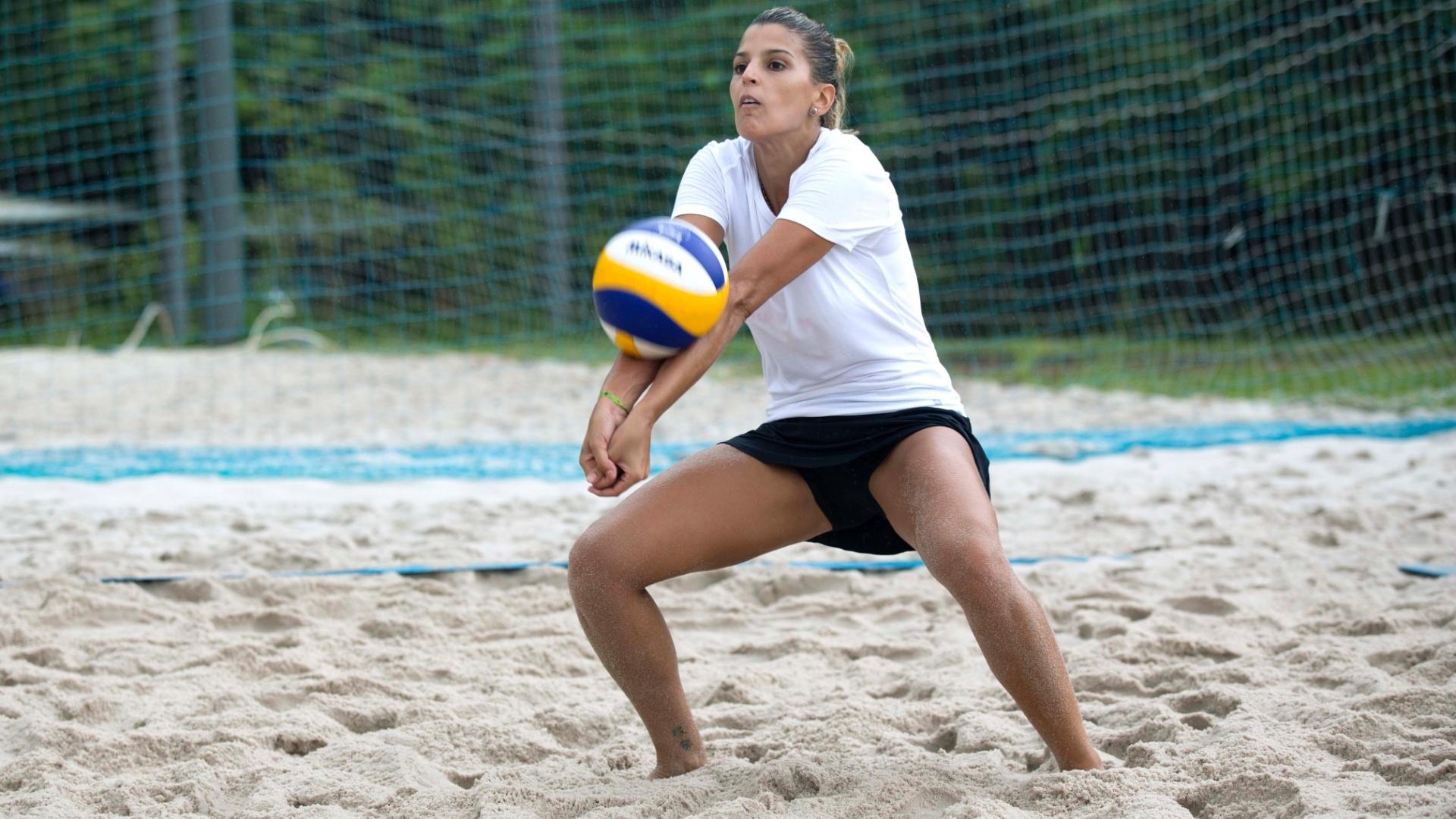 13.jan.2012 - Mari treina comandada pelo técnico Ednílson Costa em escola no Rio de Janeiro